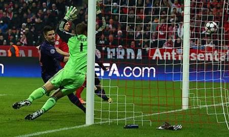 Giroud slotting one past Neuer a year ago...